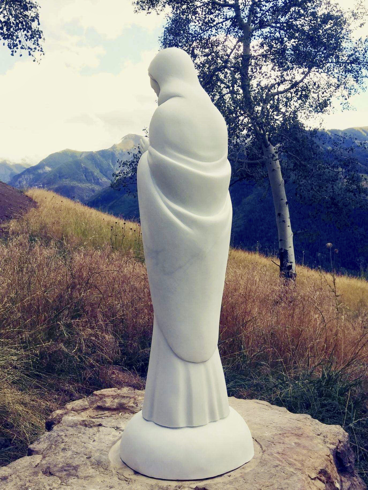Madonna sculpture, outdoor, details from behind